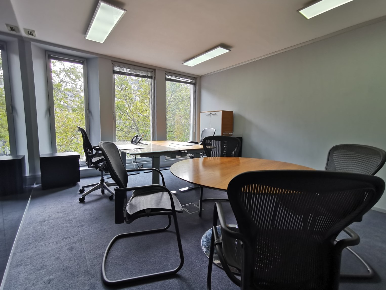 Office space with four workplaces