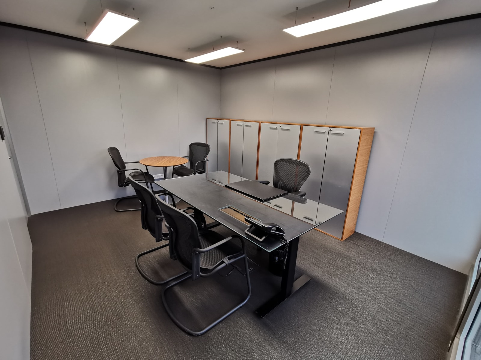 Office unit with filing cabinet