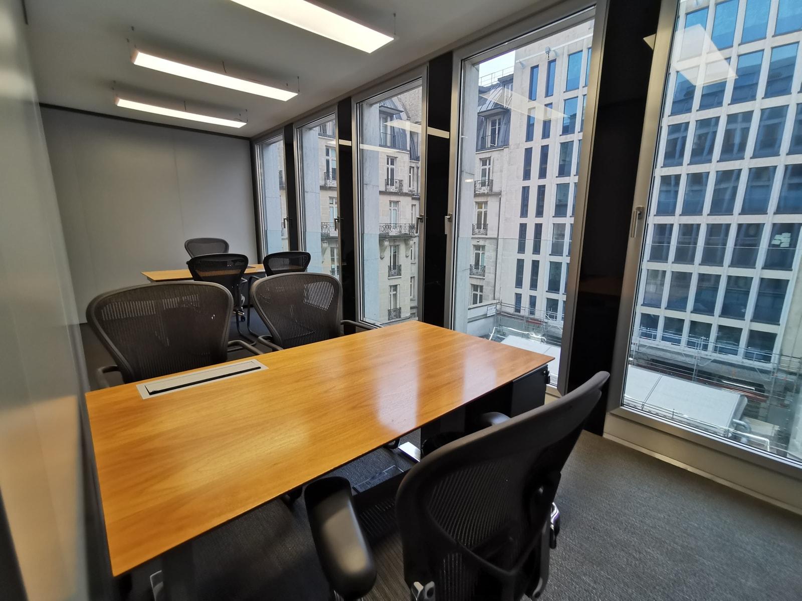 Various workplaces for rent in 66 Avenue des Champs-Élysées