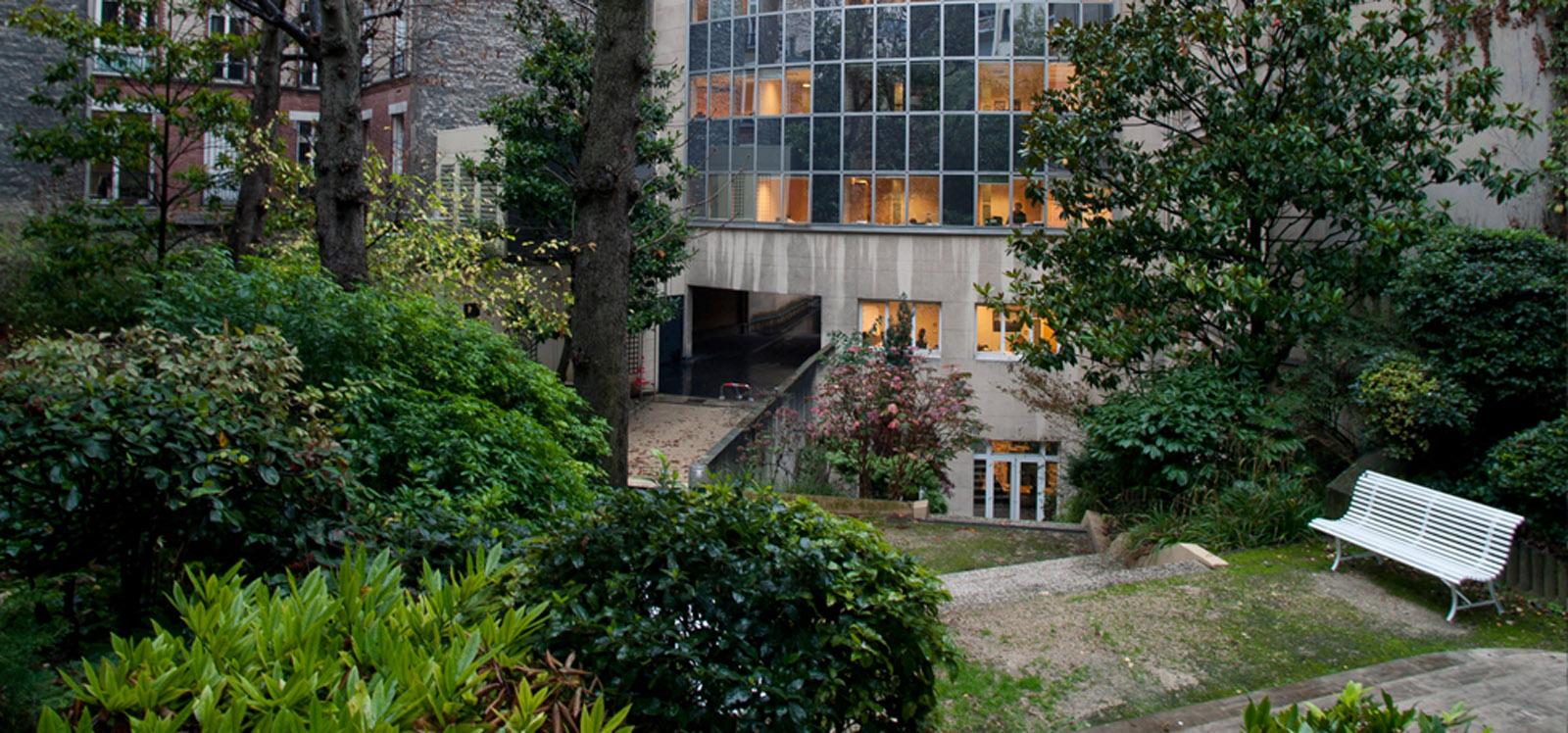 espace extérieur au centre d'affaire de Paris proposant la location de bureau