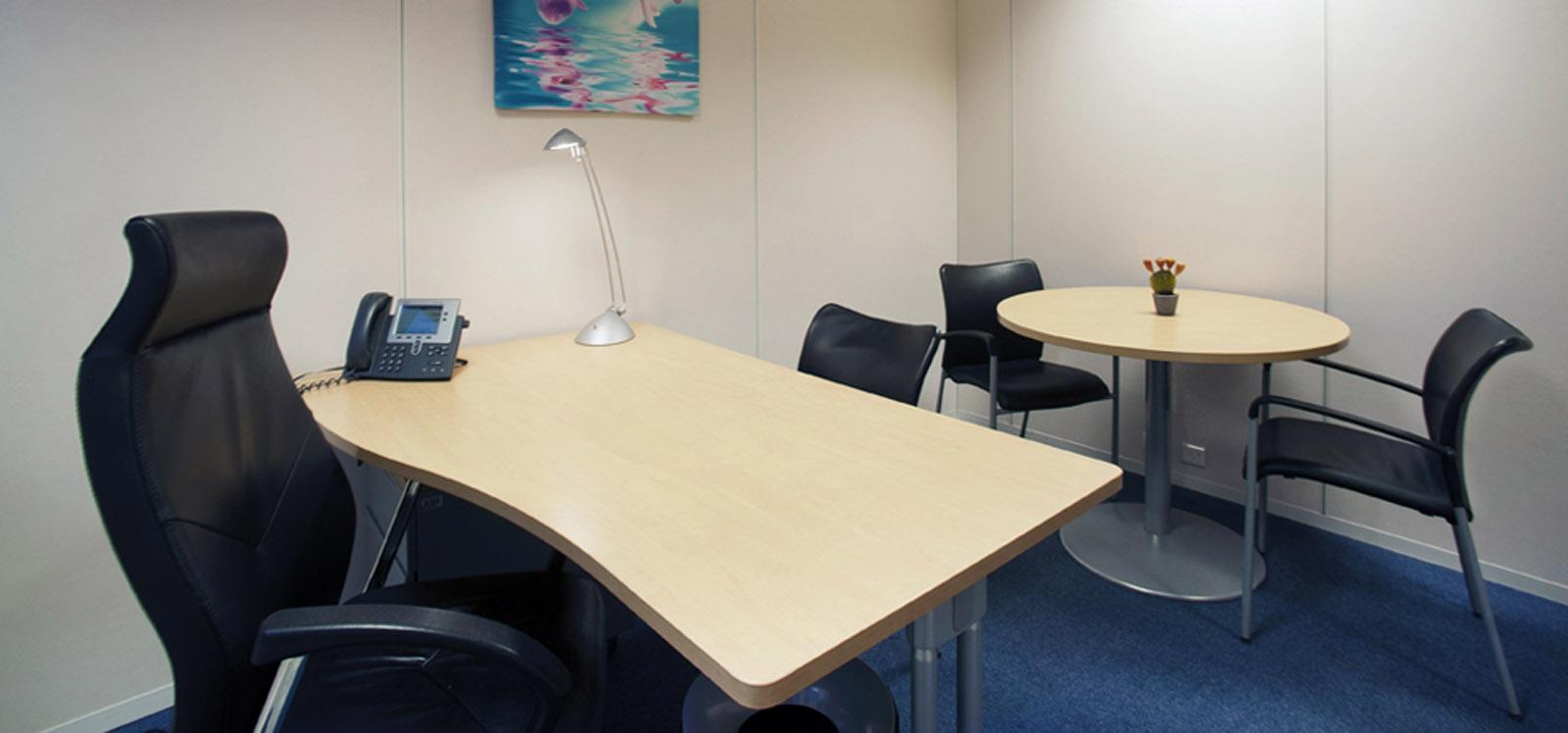 bureau à louer à Paris avec un poste de travail équipé