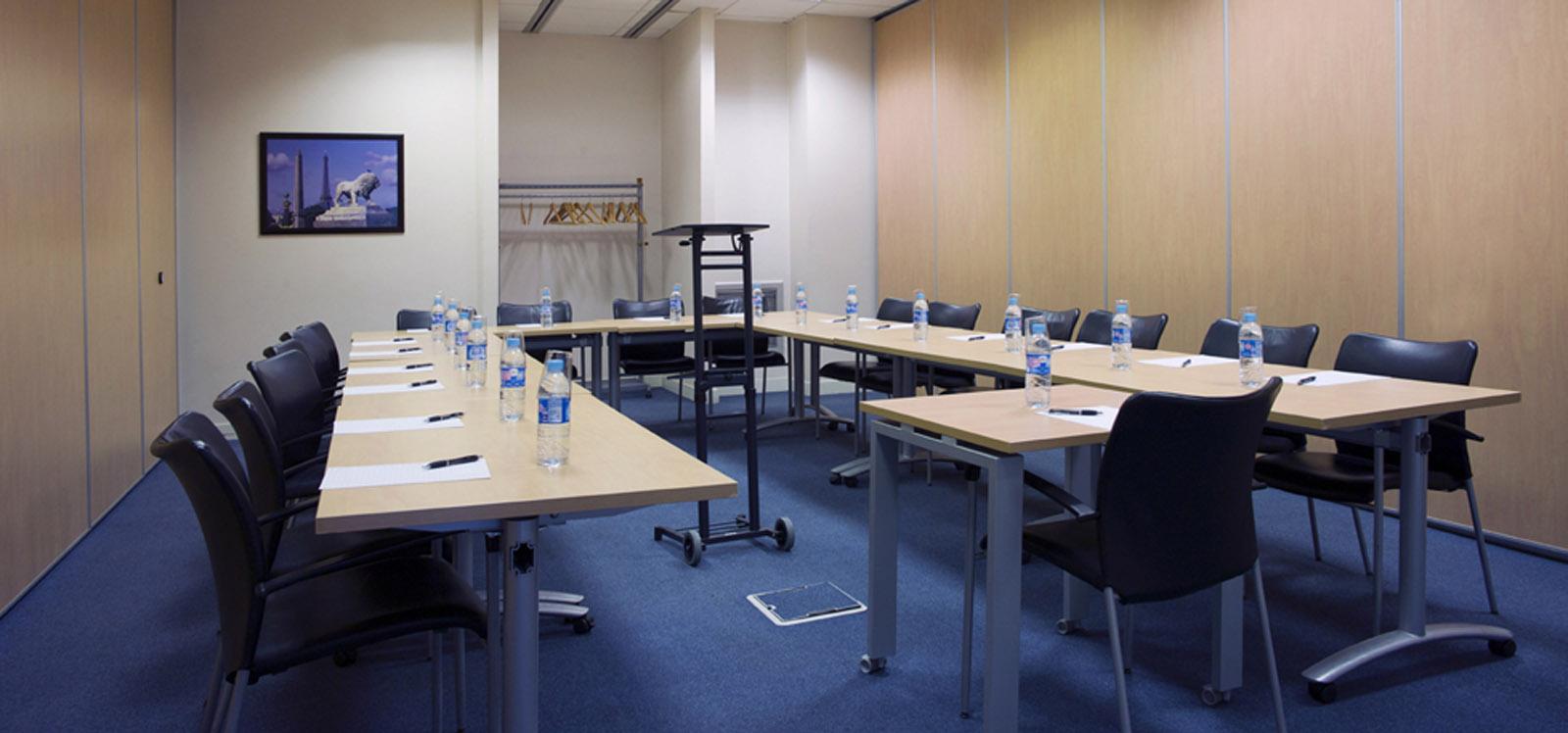 salle de réunion spacieuse pour dix-sept personnes à louer à Paris