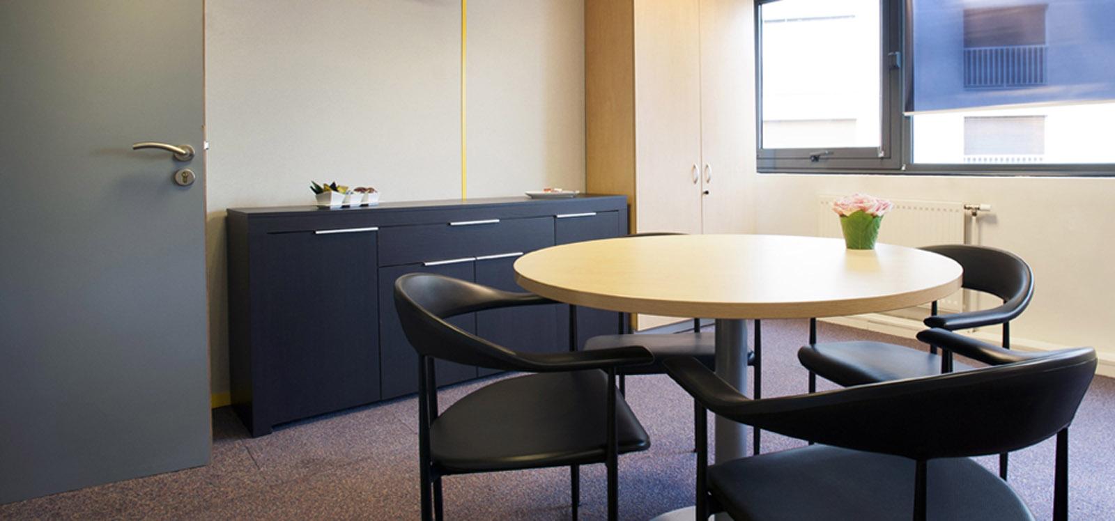 espace en commun dans un business center proposant des bureaux à louer à Paris