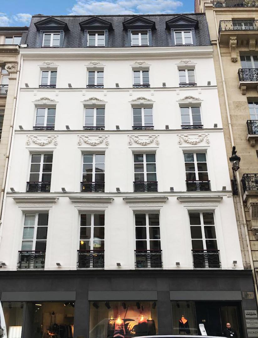 devanture traditionnelle du business center proposant des bureaux à Paris