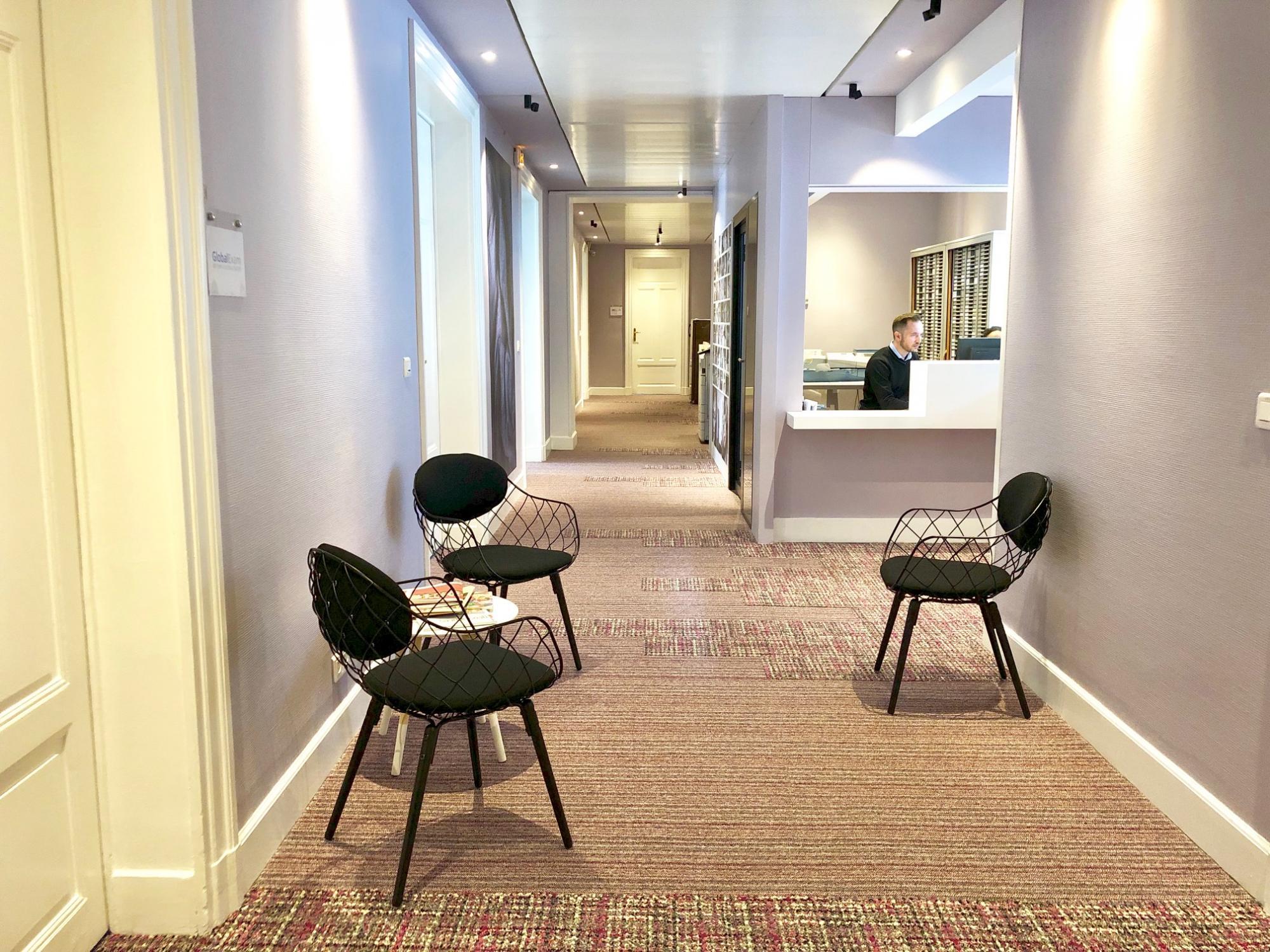 espace d'attente à la réception des bureau a louer à Paris