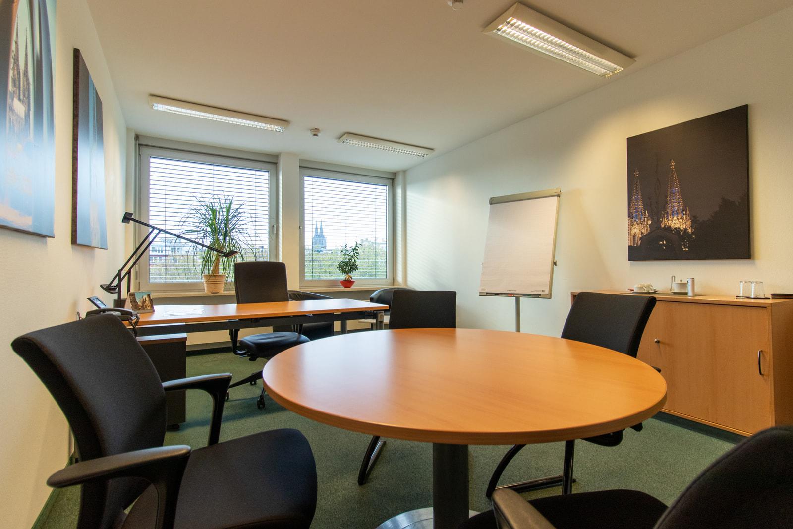 private office + mr desk Theodor-Heuss-Ring 23