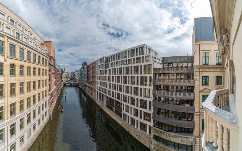 stadthausbrücke view