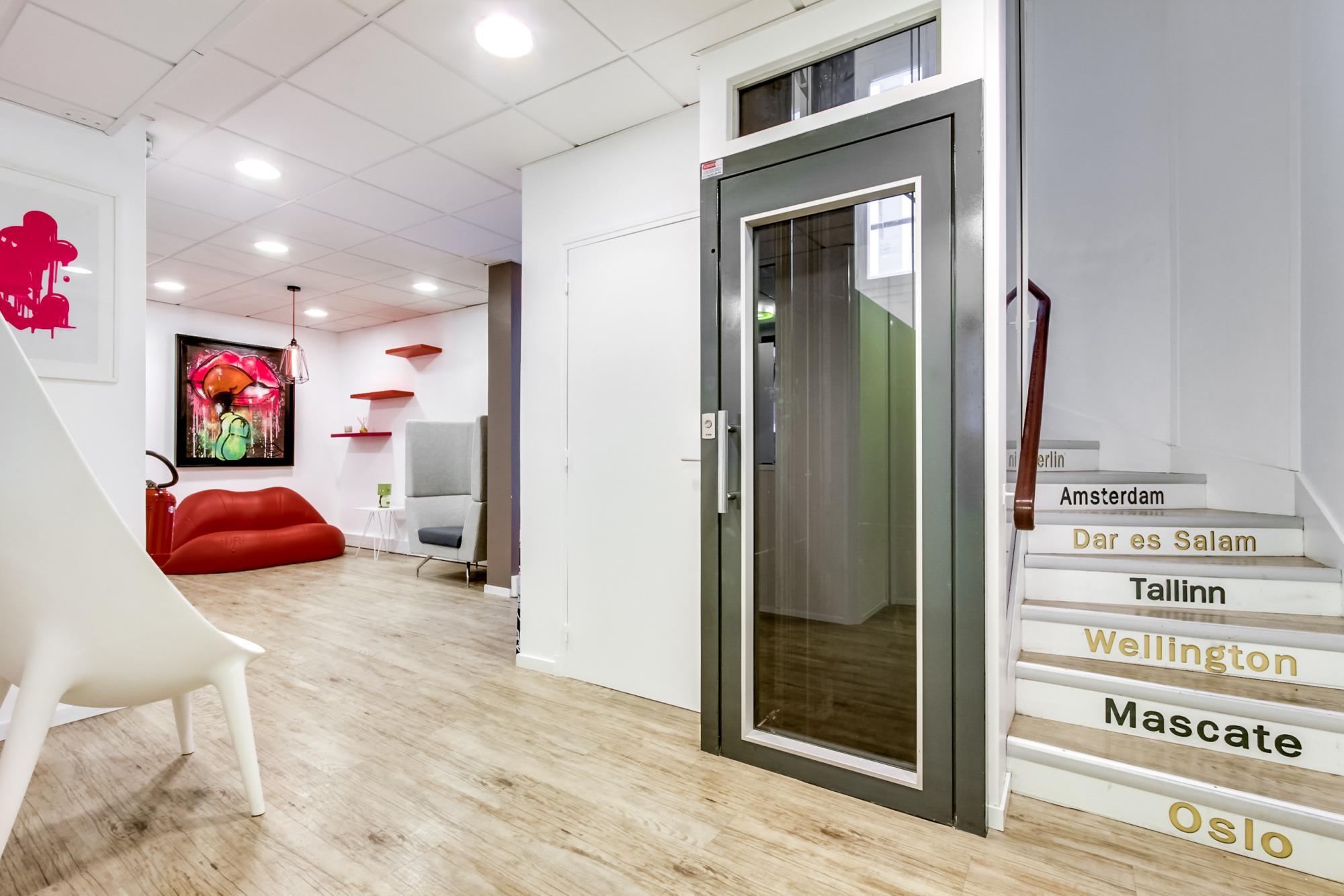 espace détente coloré et confortable avec location de bureau à Paris
