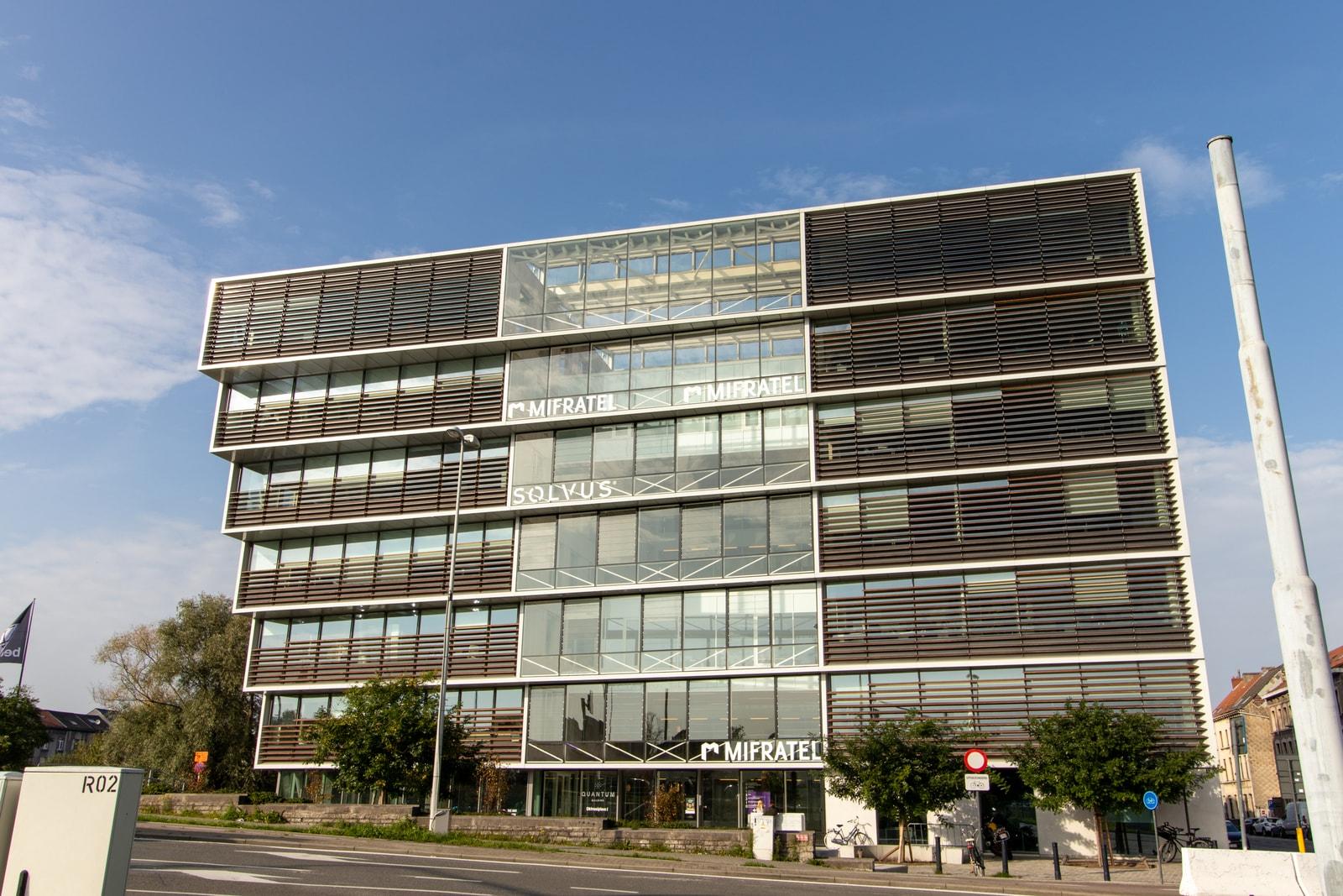 Buitenaanzicht kantoorgebouw Gent