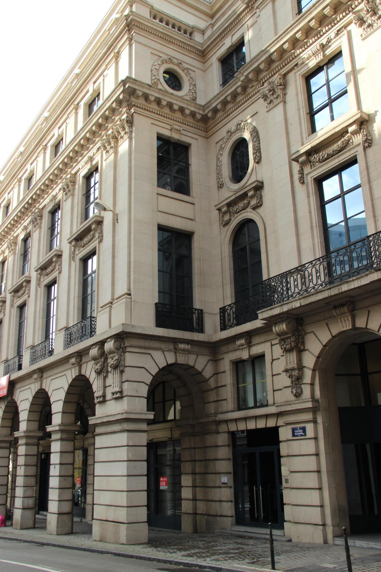 Een kantoor te huur naast het Parc Royal