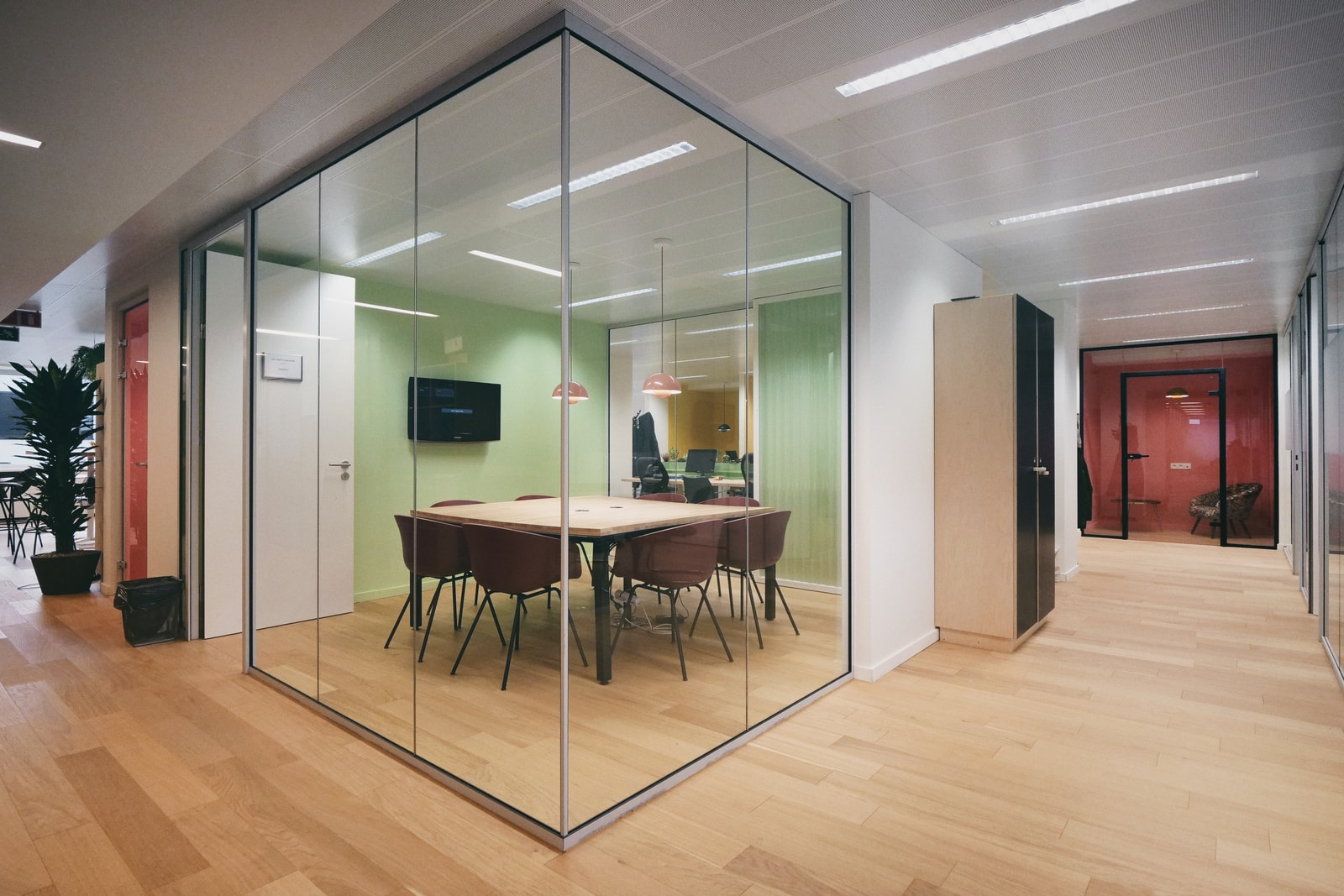 Afgesloten glazen kantoorunit