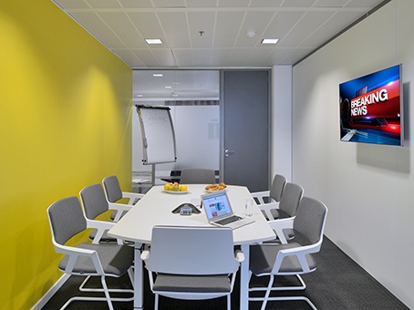 Light and modern office to rent